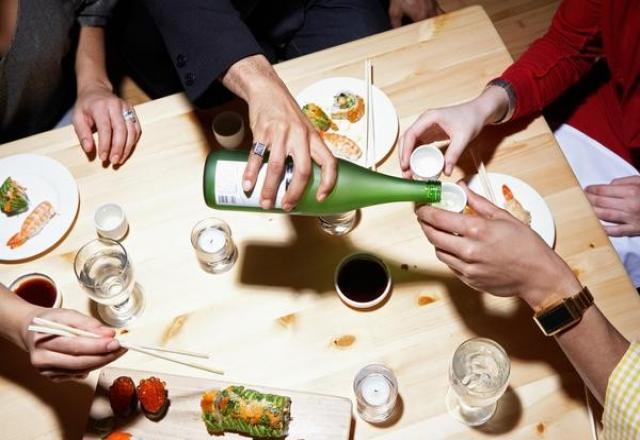Từ vựng về đồ vật trên bàn ăn